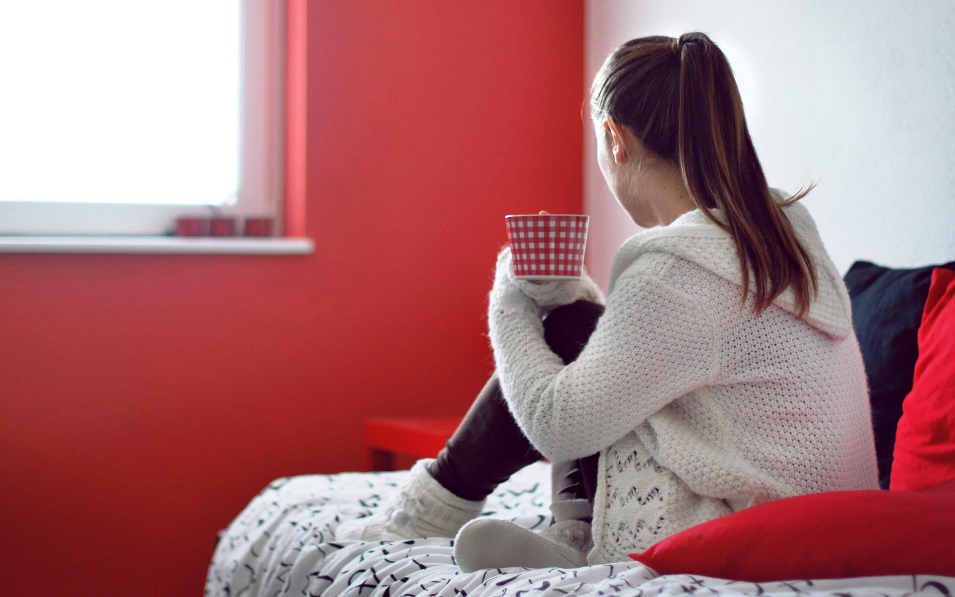 Девушку в свитере связали
