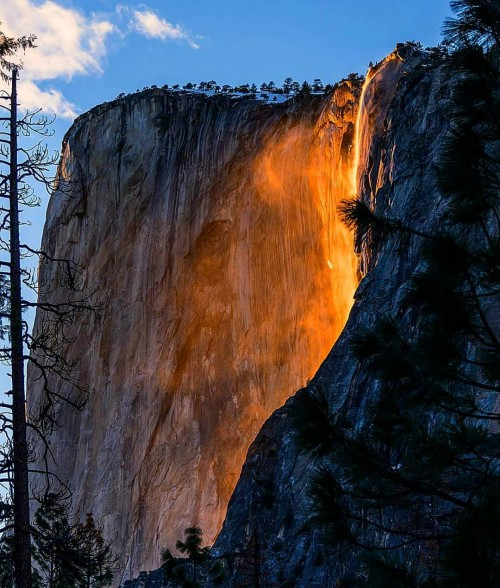 Every year during the last half of February, when the sun sets at a specific location, the beautiful Horsetail Falls in Yosemite National Park are illuminated and turn into golden and amber waterfall.
