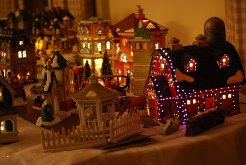 800px-Decorative_Christmas_village.jpg