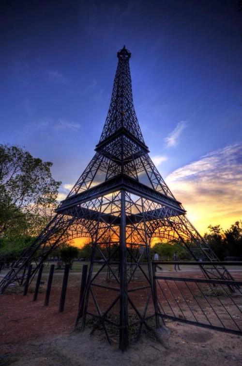 EiffelTowerLeisureValleyChandigarh.jpg