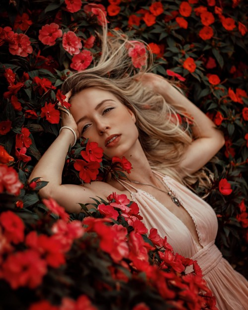 Woman-lying-on-red-flowers
