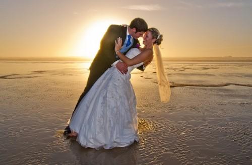 beach-wedding-615219_640.jpg