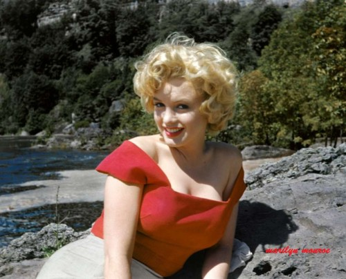Marilyn Monroe never seen before , nice pose